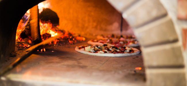 four à pizza à bois
